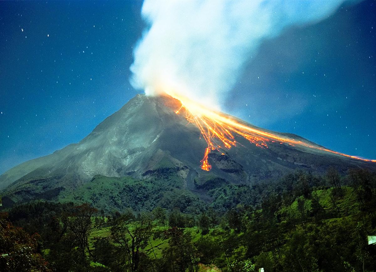 Endonezya'daki Merapi Yanardağı