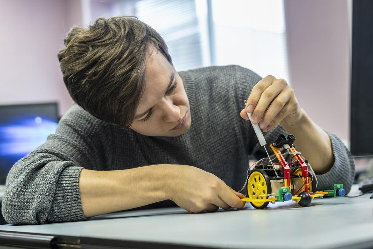 Üniversitelerin farklı bölümlerinde robotik mühendisliği eğitimi alınabiliyor.