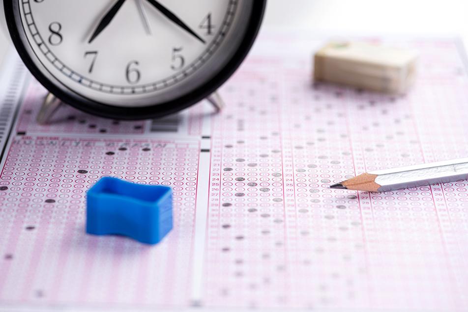 TÜBİTAK Bilim Olimpiyatları sınavı iki aşamada gerçekleştiriliyor.