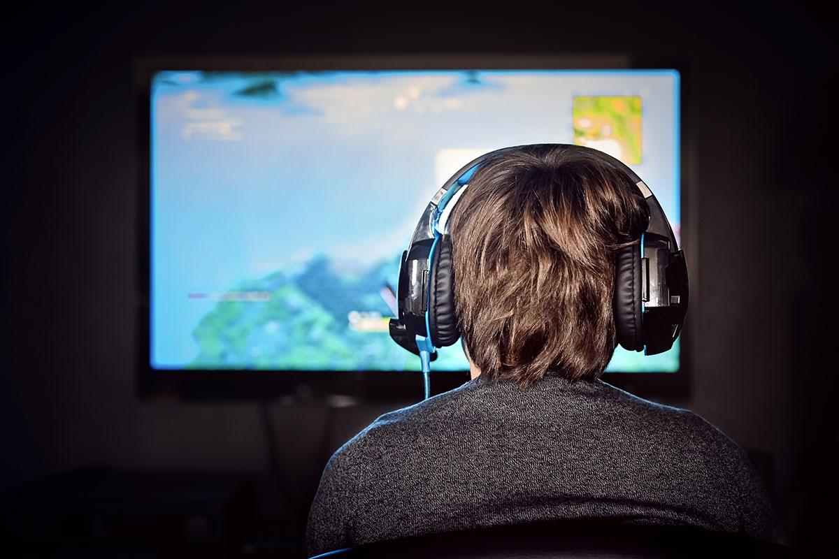 Oyun oynamak daha uzun zaman hareketsiz kalmamıza neden olduğu için sağlık problemlerine yol açabiliyor.